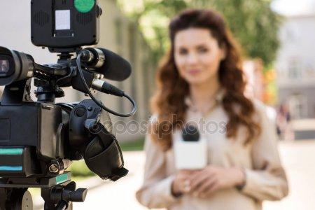 Элизабет Мосс снимет мистический триллер с собой в главной роли