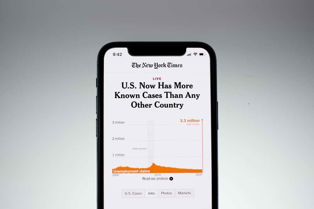 Компания Apple предлагает пользователям устанавливать отечественные приложения на iPhone
