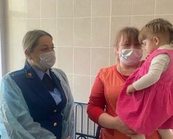Изъятая из пьяной семьи девочка отправлена в Дом ребенка