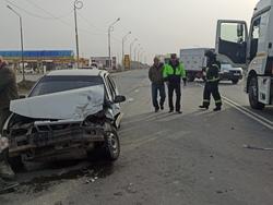 В ДТП с тремя автомобилями на трассе пострадали два пенсионера