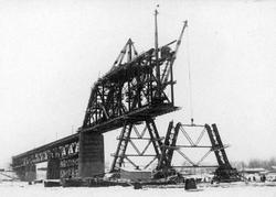 Времена. Спасены челюскинцы, в Саратове рухнул строящийся железнодорожный мост