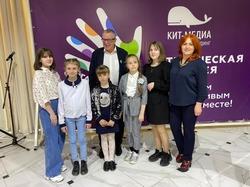 Андрей Ургант ведет благотворительный вечер в Саратове