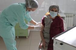 Три долгожительницы сделали прививки от коронавируса