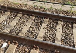 Локомотив и вагон сошли с рельсов из-за плохого содержания путей