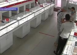 Ограбление ювелирного салона попало на камеру видеонаблюдения