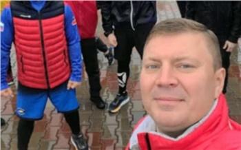 Мэр Красноярска начал день с пробежки под дождем и поел мороженого на закрытом для машин проспекте Мира