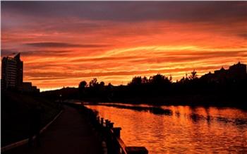 Красноярцы массово делятся в соцсетях фотографиями красивого огненного заката