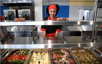 «Поддержать проверенных организаторов»: на бесплатное школьное питание в Красноярском крае добавят 155 млн рублей