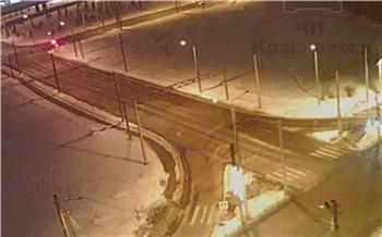 После ДТП машина пролетела несколько метров по Копылова: водитель сразу пустился в бега