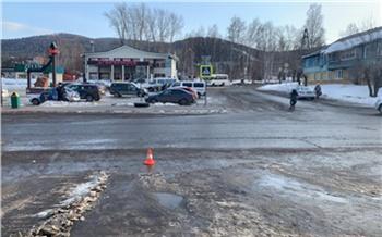 В Дивногорске неизвестный водитель сбил на парковке 80-летнюю бабушку и сбежал. Полиция просит помощи в его поиске
