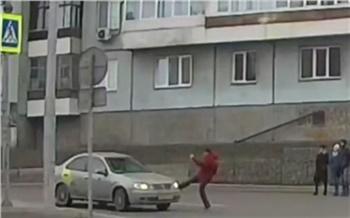 В Красноярске таксист чуть не сбил пешехода и распылил в него перцовый баллончик