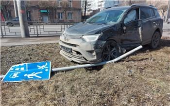 В ДТП с грузовиком на Краснодарской пострадал пристегнутый опасным «треугольником» ребенок