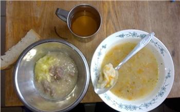 «Хлебные котлеты и суп без мяса»: постояльцы красноярского пансионата пожаловались на плохое питание