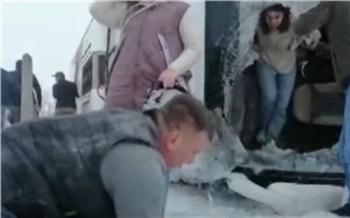 «Её зажало сиденьем»: в перевернувшемся в Турции автобусе погибла жительница Хакасии