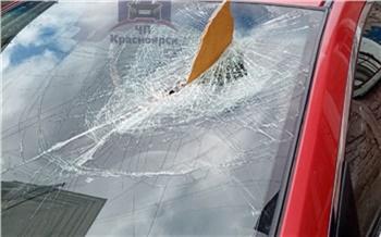 Штормовой ветер привел к разрушениям в Красноярске и не собирается отступать
