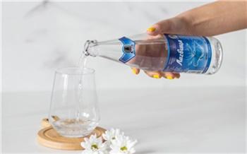 «Новое месторождение, новая вода, новая жизнь»: красноярцам предложили попробовать минеральную воду «Лагвица»