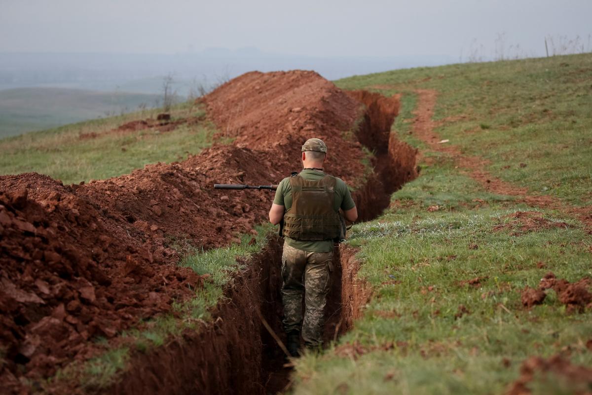 Оккупанты на Донбассе из гранатометов обстреляли ряд украинских позиций