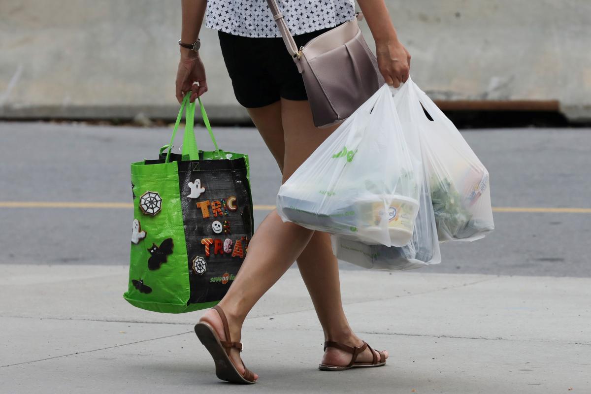 Рада запретила пластиковые пакеты в Украине: детали закона и как будут штрафовать