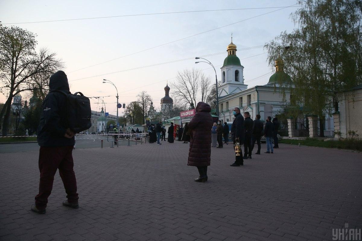 КГГА призвала религиозные общины приостановить массовые богослужения