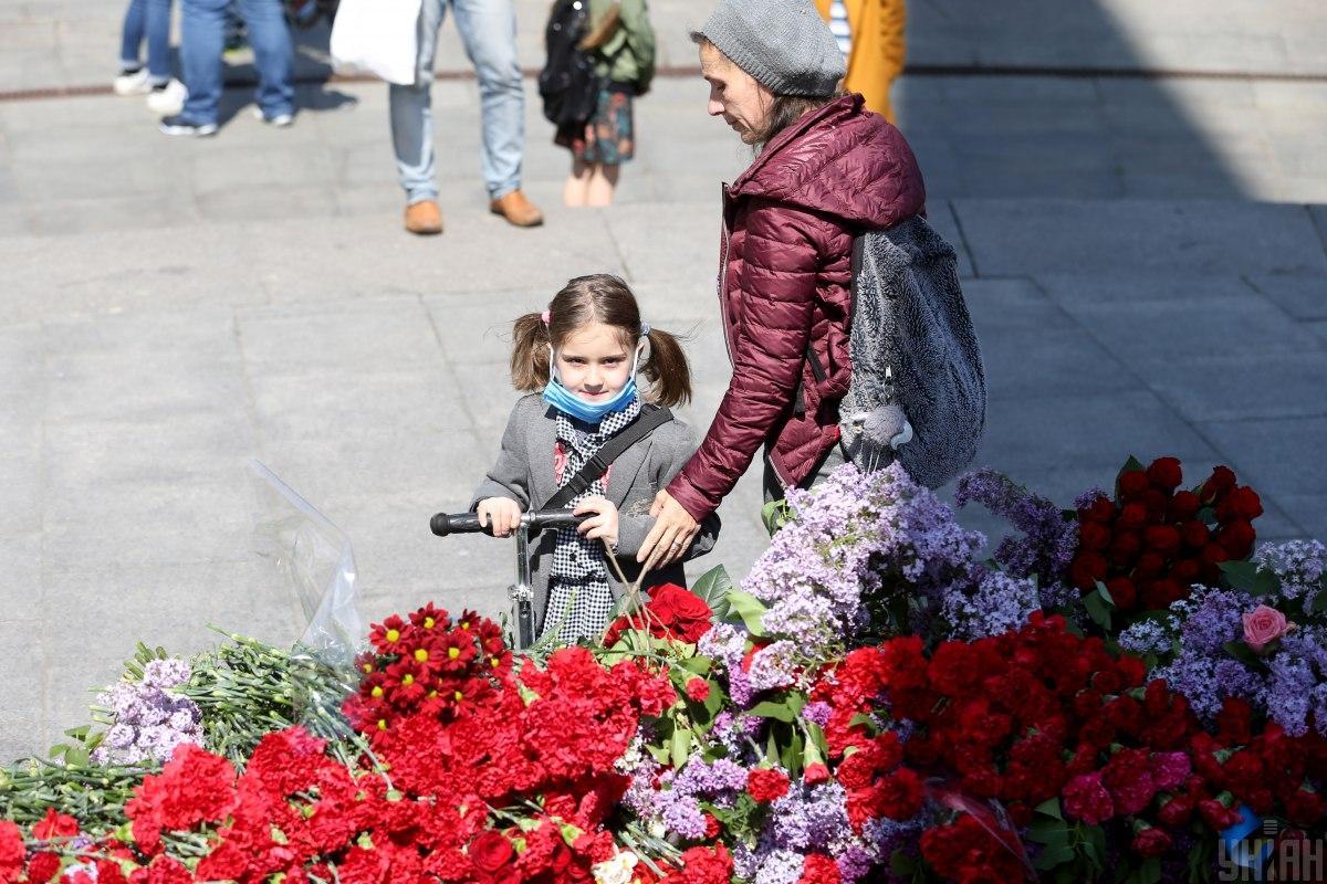 41% граждан считают, что Украина должна отмечать две даты: День памяти и примирения и День победы - опрос