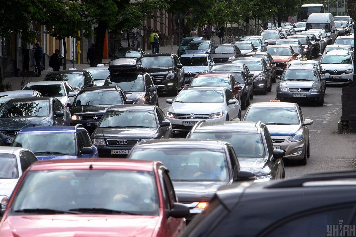 В последний рабочий день недели Киев сковали пробки – где затруднено движение