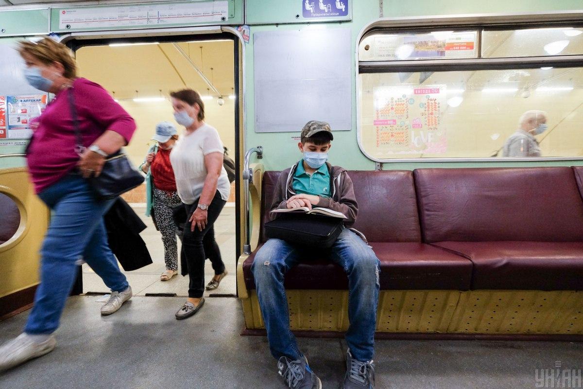 В Киеве станция метро 'Лыбидская' работает в обычном режиме