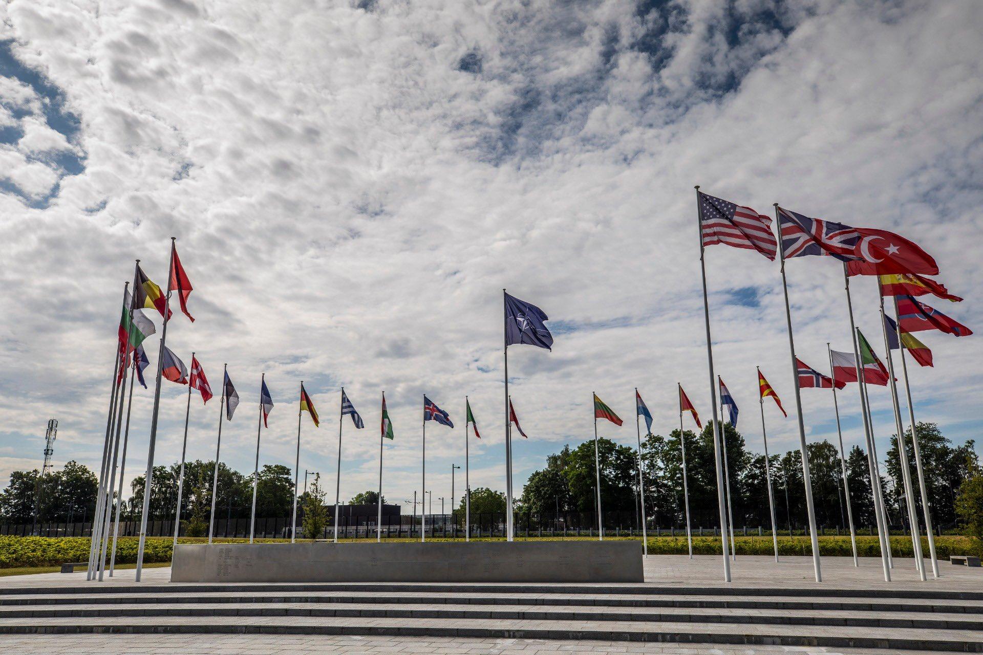 В Украине с визитом находится председатель Военного комитета НАТО