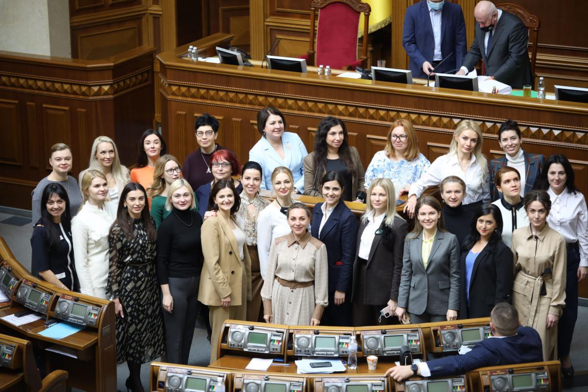 В партии 'Слуга народа' создали движение 'Зе! Женщины'