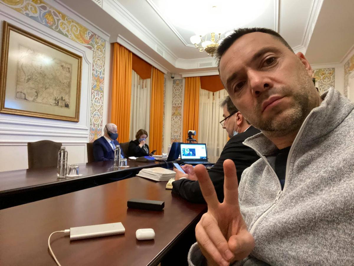 Арестович прокомментировал заявление Кремля о 'защите россиян' на Донбассе