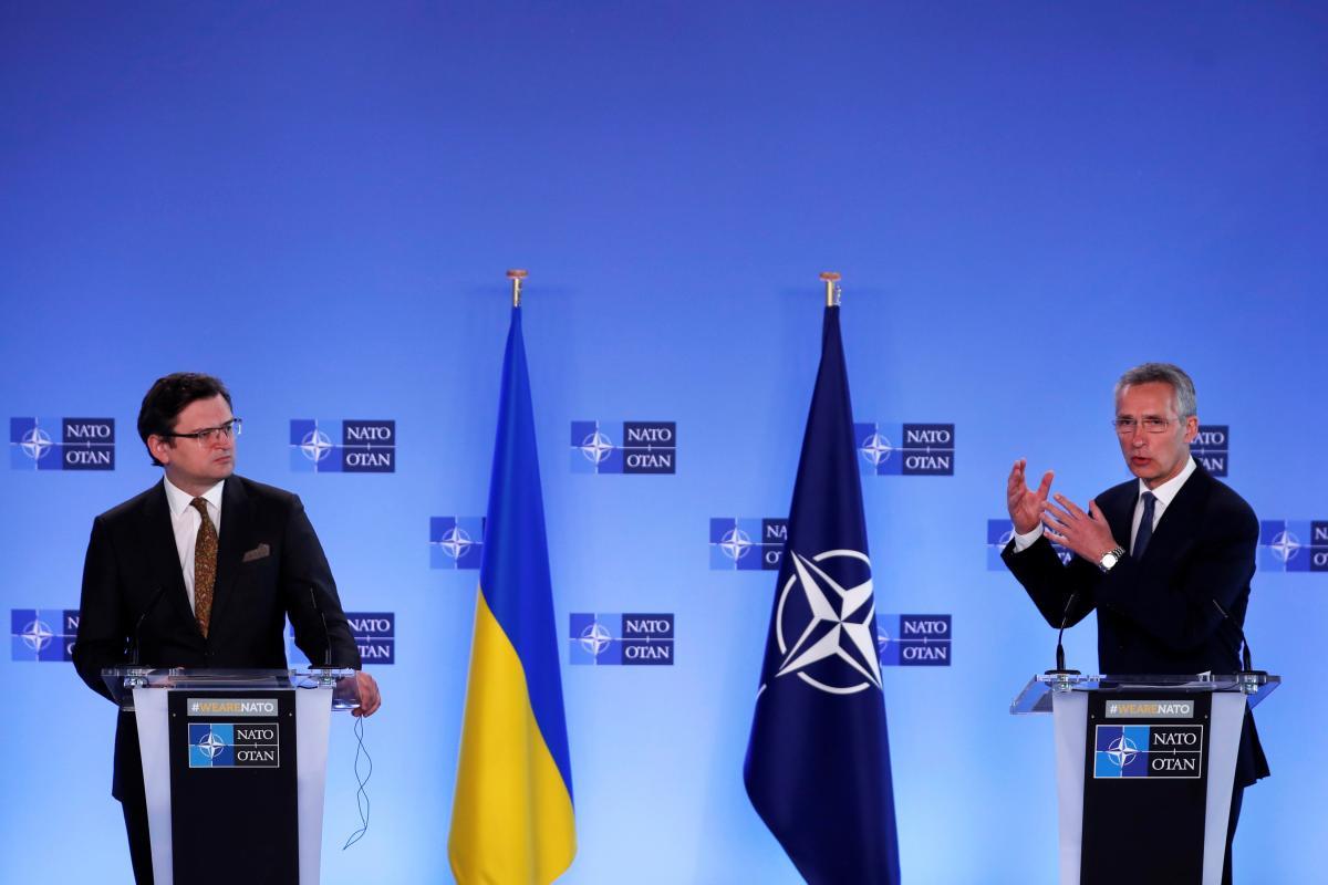 Генсек НАТО призвал Россию прекратить наращивание войск у границ Украины