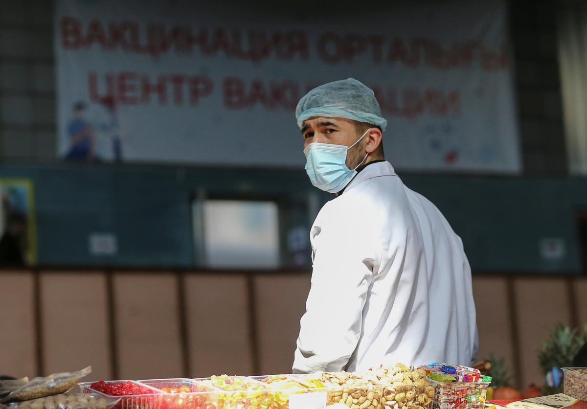 План вакцинации от COVID-19 в Украине на апрель недовыполнен в 4 раза - эксперты