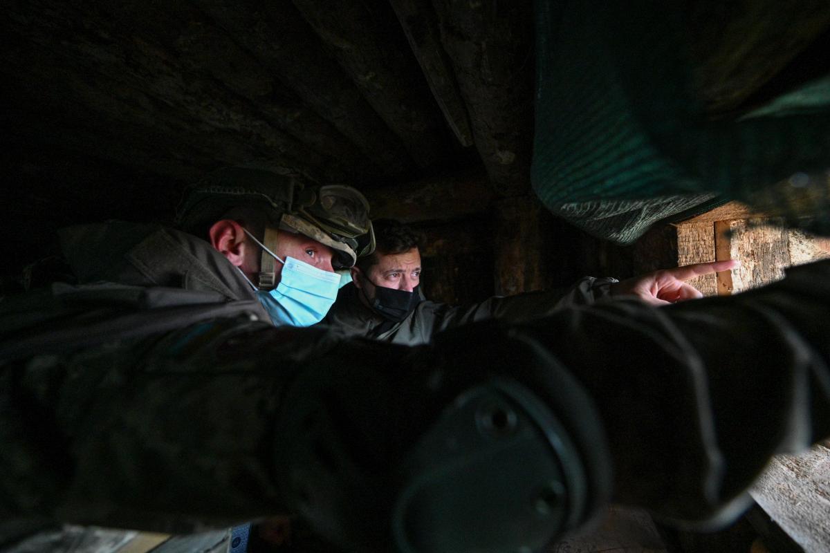 Россия в любой момент может начать военную операцию против Украины – Зеленский