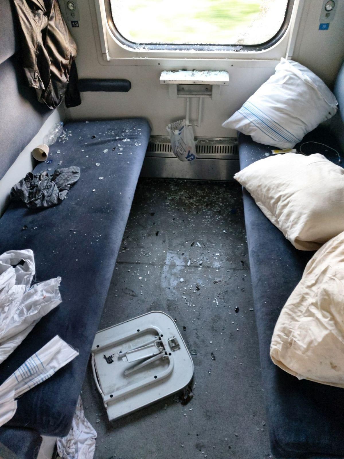 'Будто Халк ездил на минеральные воды': пассажир разгромил купе поезда в Трускавец