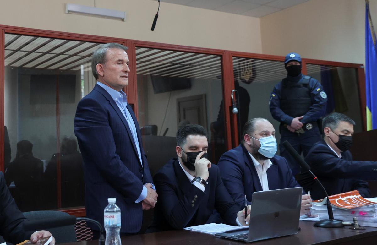 Адвокаты просят суд отпустить Медведчука