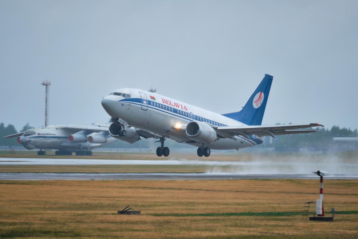 Беларусь порекомендовала авиакомпаниям не летать над Украиной