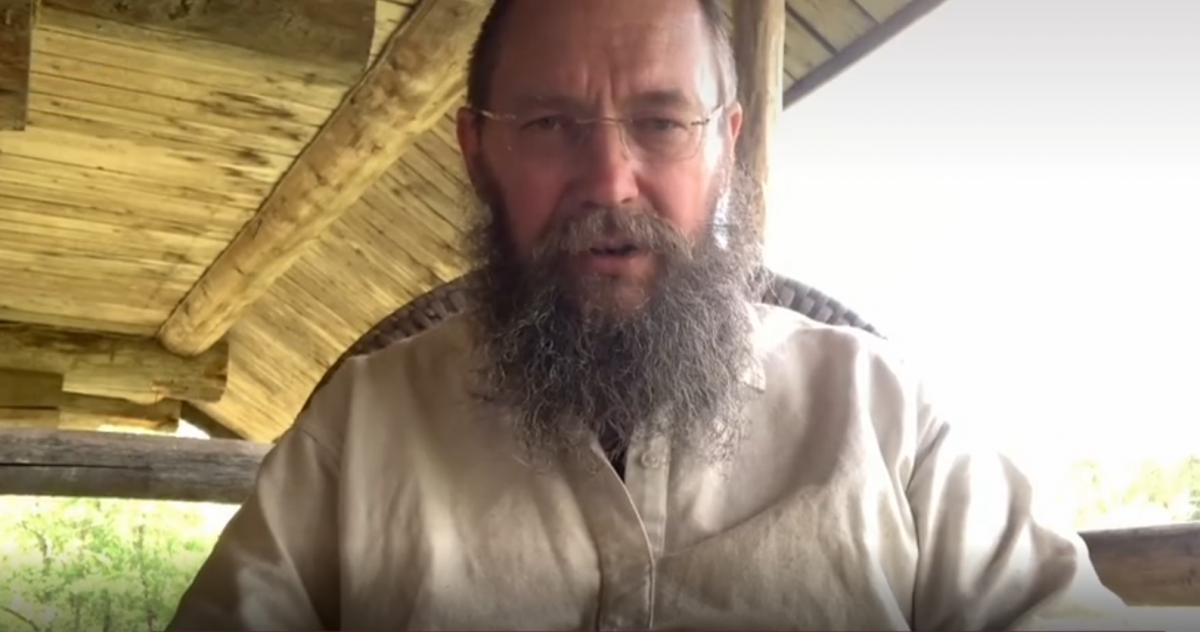 'Харассмент от мужиков гарантирован': российский миллионер ищет служанку