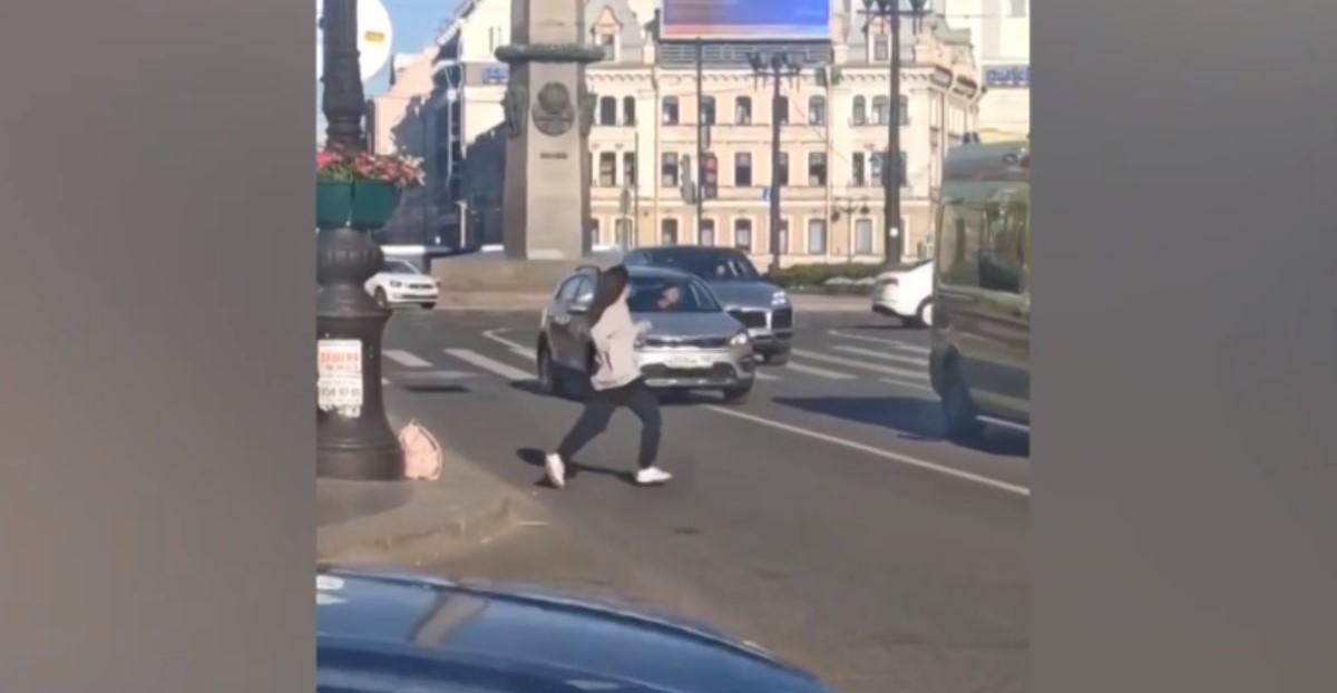 TikTok-блогерша из Питера бросалась под автомобили ради эффектного видео