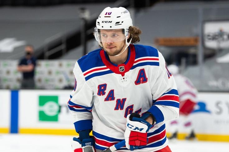 Артемий Панарин стал лидером бомбардирской гонки россиян в НХЛ