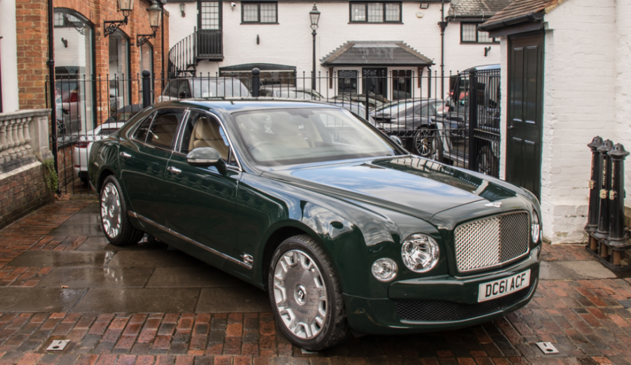Принадлежащий королеве Елизавете II автомобиль Bentley продали почти за 180 тысяч фунтов стерлингов