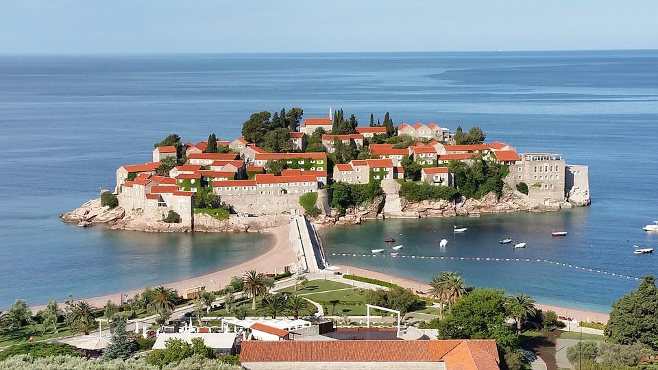 'Всегда была популярна': в РСТ прокомментировали отказ Черногории от ПЦР-тестов для российских туристов