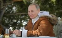 Путин провел выходные в сибирской тайге с Шойгу