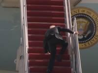Трамп отреагировал на падение Байдена во время подъема по трапу самолета