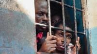 В Нигерии из тюрьмы сбежали сотни заключенных