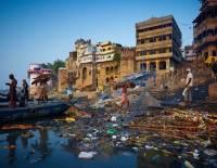 В реке Ганг обнаружены десятки тел умерших от COVID-19