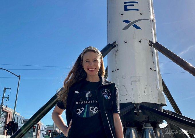 Назван второй член экипажа туристического космического рейса SpaceX Inspiration4 (3 фото)