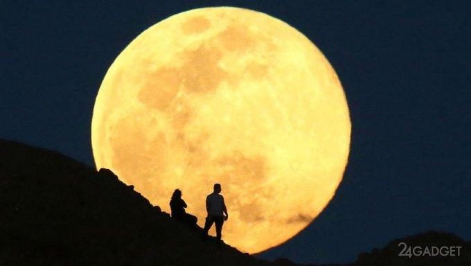 Авиакомпания Qantas предлагает наблюдать «супер Луну» с воздуха