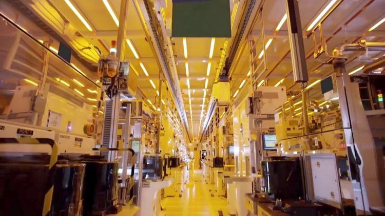 Intel продолжит вкладывать средства в собственный 7-нм техпроцесс, а также планирует освоить 5-нм и 3-нм технологии