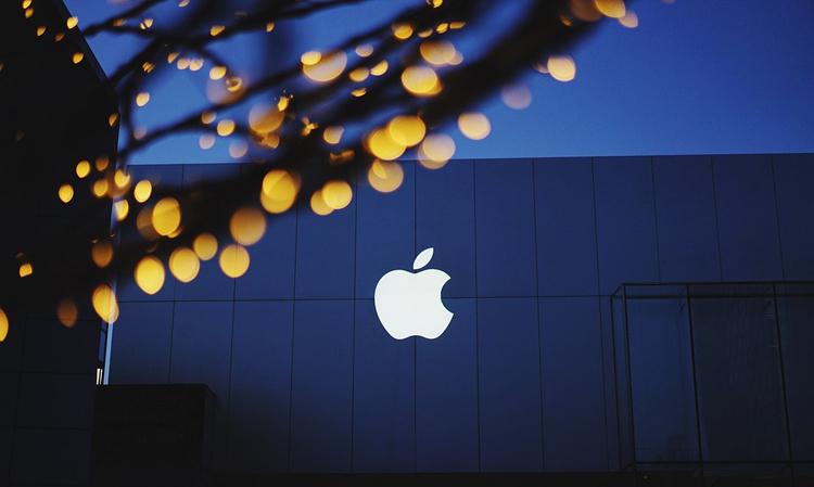 Apple запатентовала iPhone со вспомогательным экраном на задней крышке
