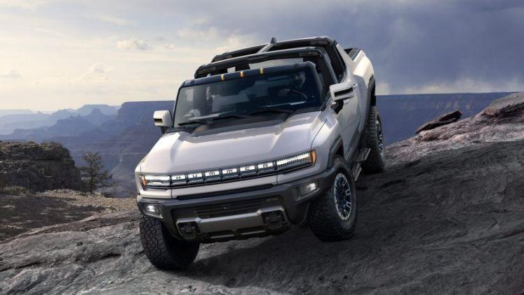 Первый экземпляр электрического пикапа Hummer EV Edition 1 ушёл с молотка за $2,5 млн