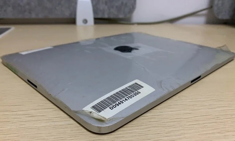 Прототип первого Apple iPad с двумя разъёмами для зарядки показался на фото